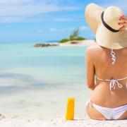 38874828-kobieta-opalania-na-plaży