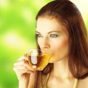 6754558-kobieta-pijaca-herbate-900-600