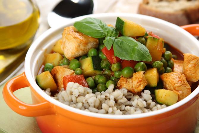 jednogarnkowe-danie-z-kasza-peczak-warzywami-i-kurczakiem