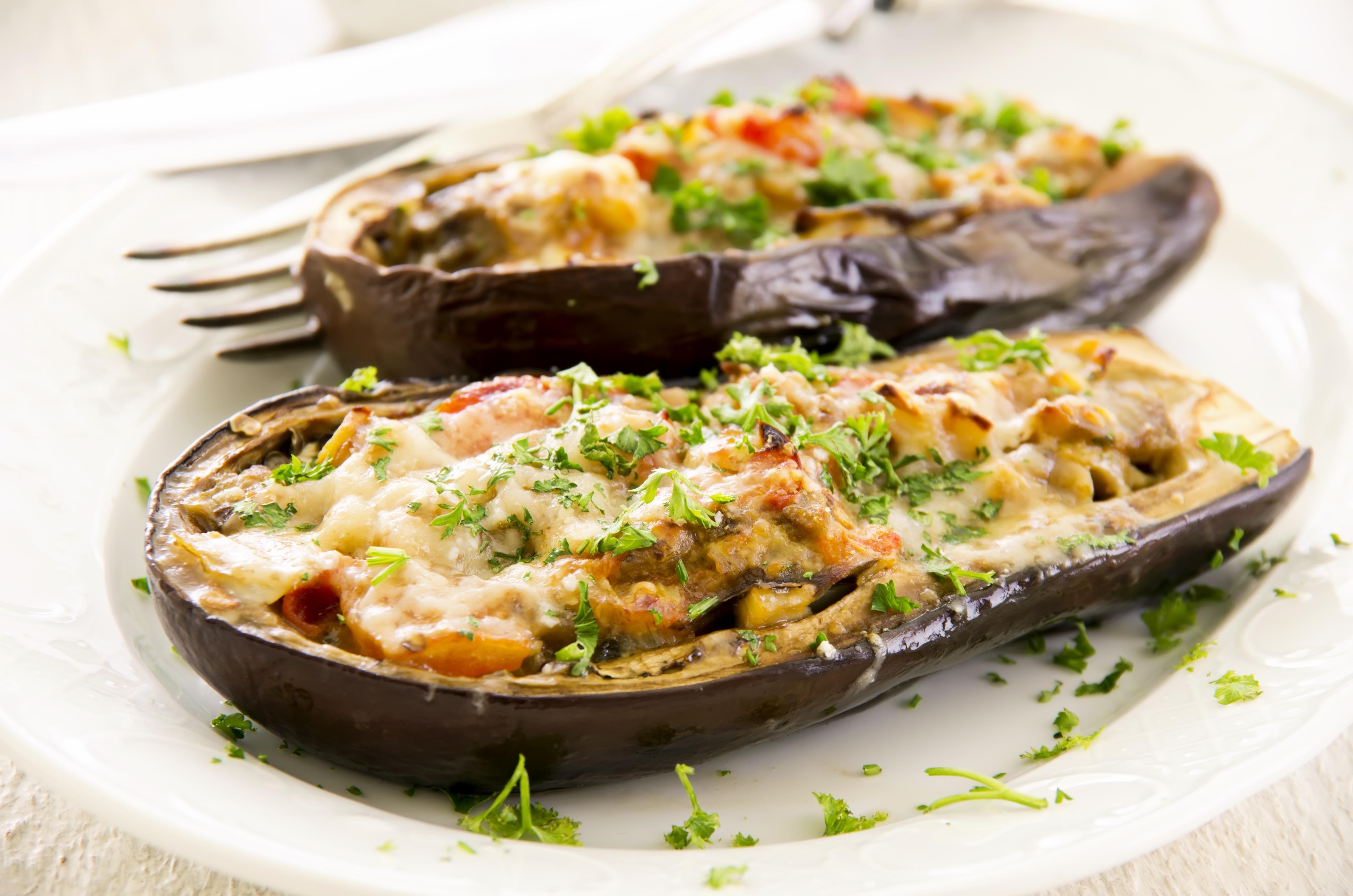 bakłażan faszerowany warzywami i serem