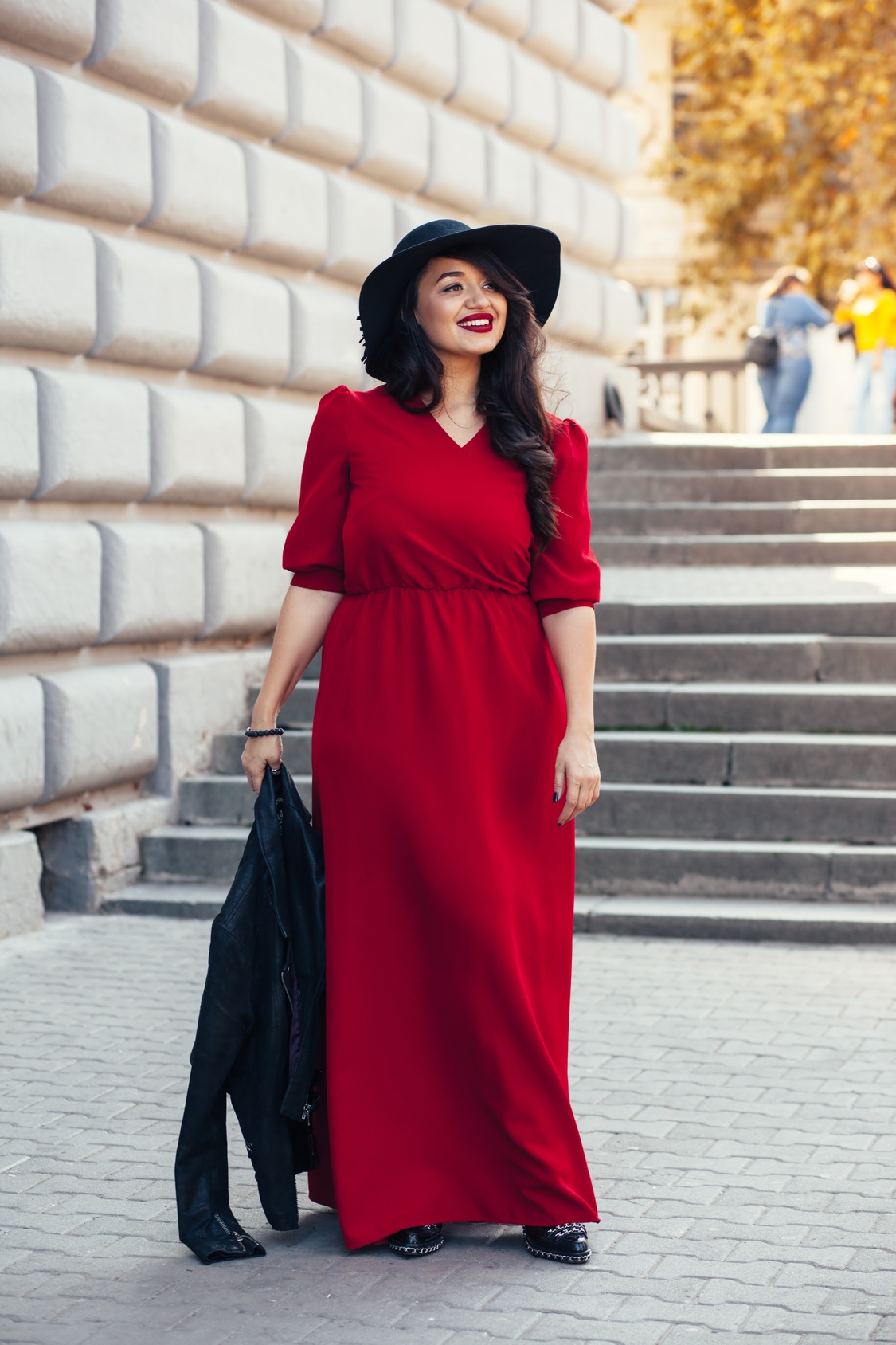 Street fashion, plus size model