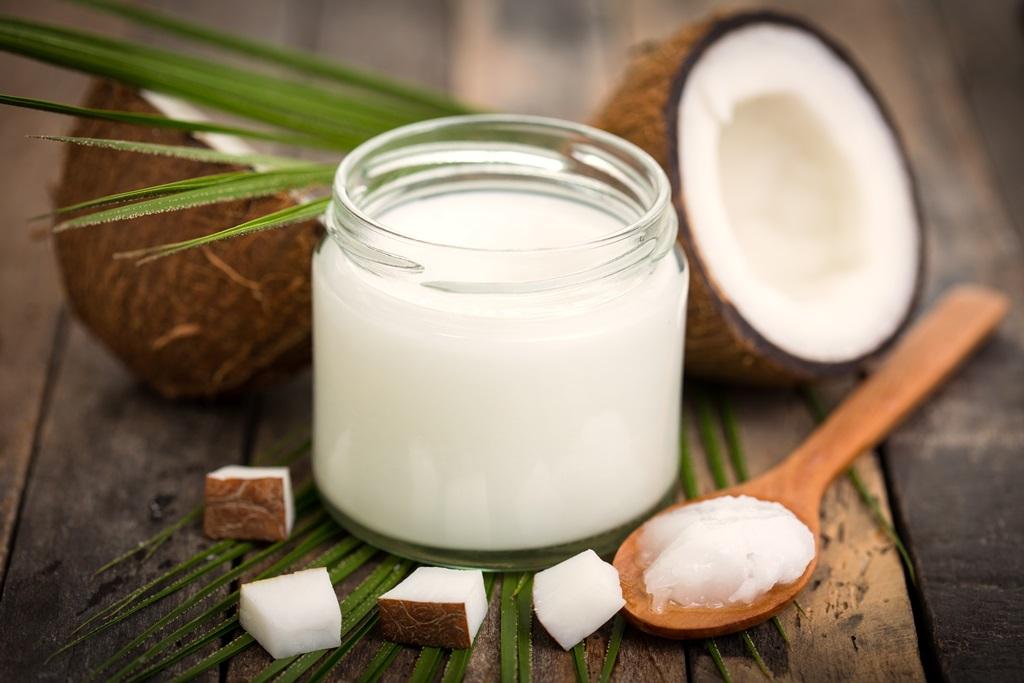 Manger-de-l-huile-de-coco-serait-dangereux-pour-la-sante