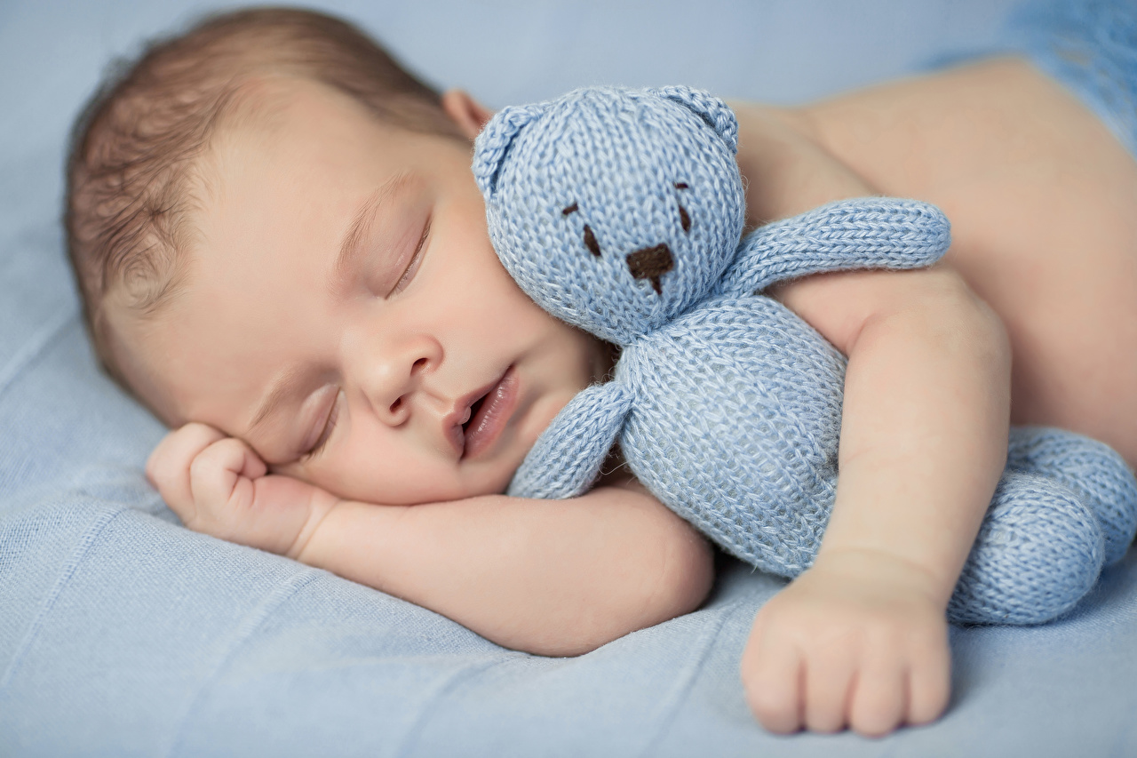 Toys_Infants_Sleep_Hands_523031_1280x853