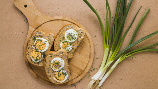 scallion-near-open-sandwiches_23-2147753712